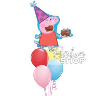 Pepa sa rođendanskom tortom u buketu