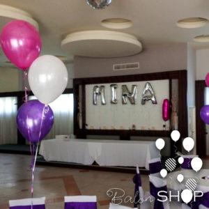 dekoracija rodjendana baloni na stolu