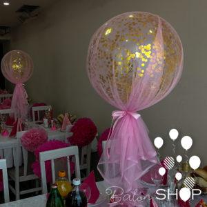 roze til sa zlatnim konfetama u balonu