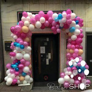 proslava rodjendana vise boja luka od balona